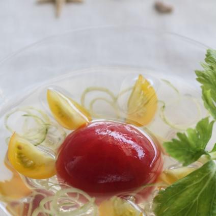 フレッシュフルーツトマトウォーターの冷製スープ-フードスタイリスト新井めぐみの作品