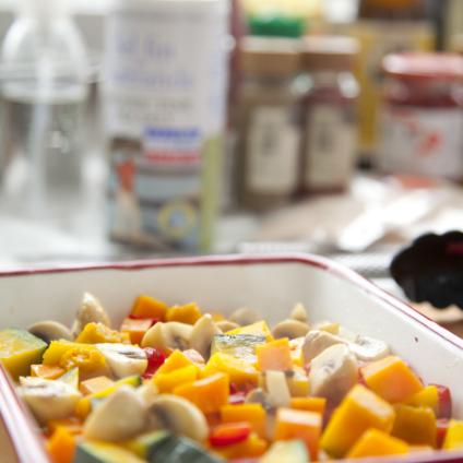 フードスタイリスト津幡ともこの作品-Cooking Spanish Omulette