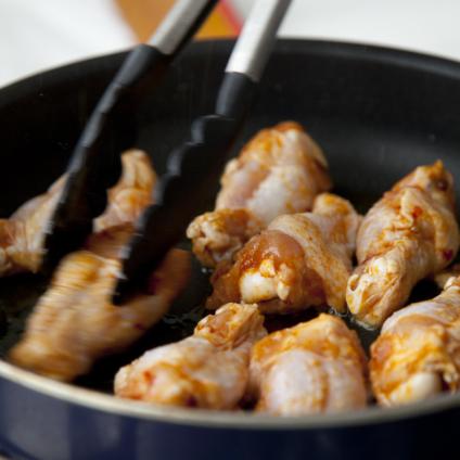 フードスタイリスト津幡ともこの作品-Cooking Grilled Chickens