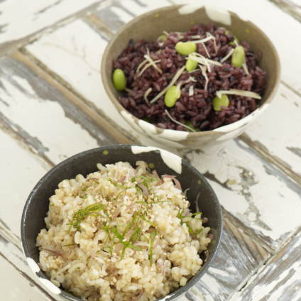 フードスタイリスト津幡ともこの作品-みょうがと大葉の玄米ごはん&枝豆の黒米ごはん